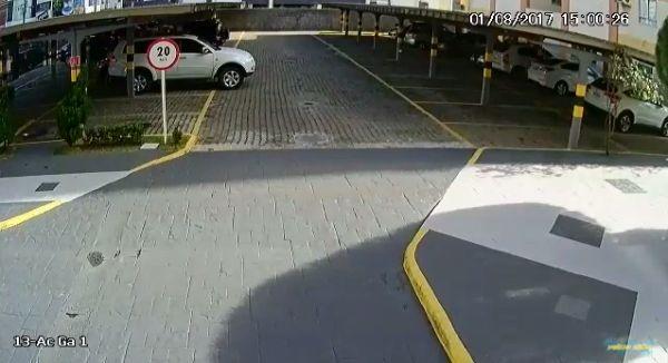 Краш-тест парковки: навес слабоват, надо переделывать