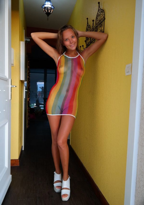 Когда девушка как бы одета и как бы нет