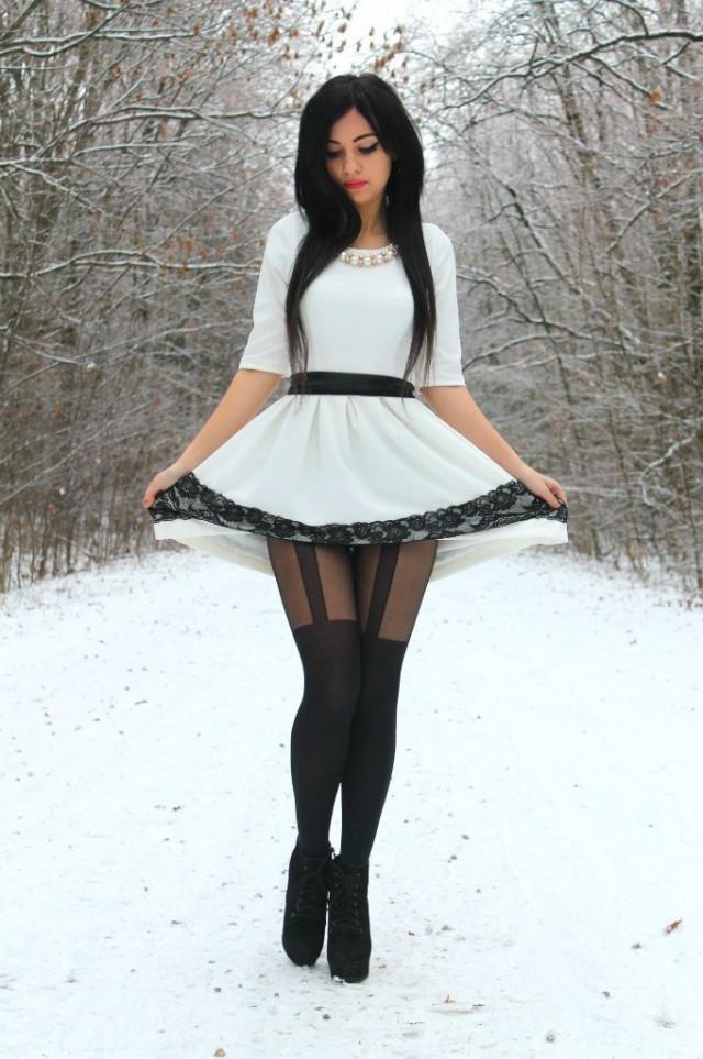 Стройные девушки в платьях