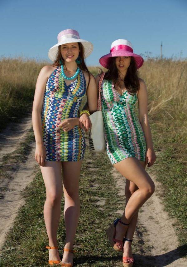 Две девицы в поле и арбуз