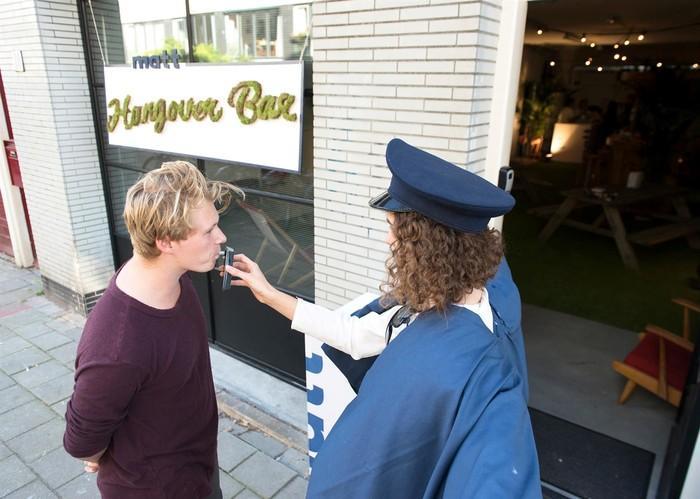 """Бар """"Похмелье"""" в Амстердаме: вход только после пьянки"""