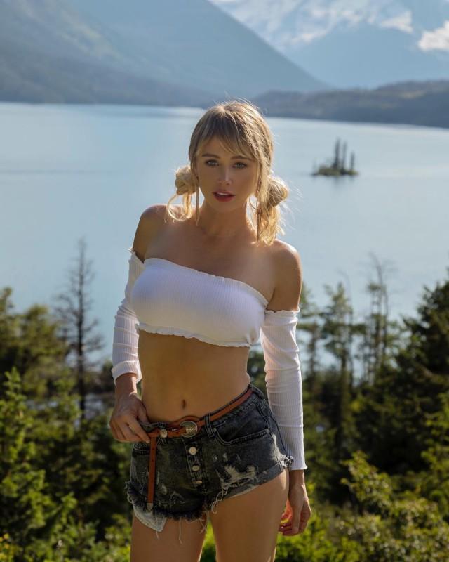 Новые фото Сары Андервуд