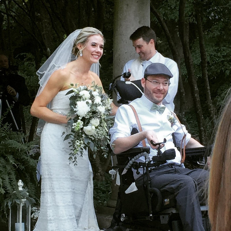 Жениха парализовало после вечеринки перед свадьбой