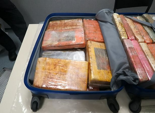 Банда барыг пыталась провезти в Англию из Бразилии чемоданы с наркотиками