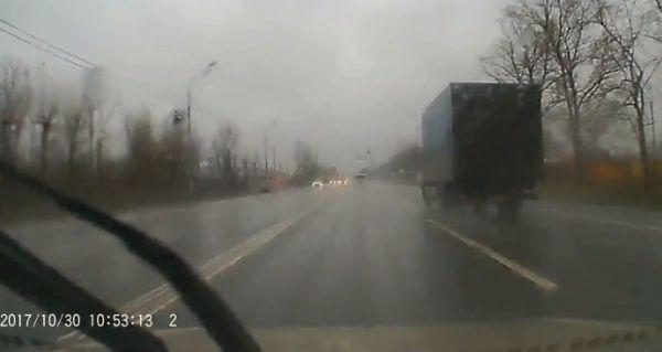 Опубликовано видео страшного ДТП, унесшего жизнь водителя в Подмосковье