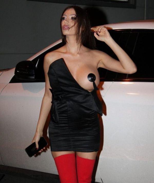 Модель Сорайя Вучелич в нескромном наряде