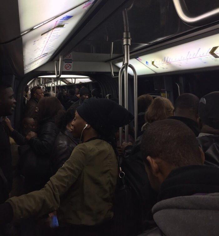 Парижское метро - почувствуй себя белой вороной