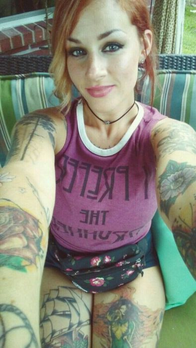 Привлекательные девушки с татуировками