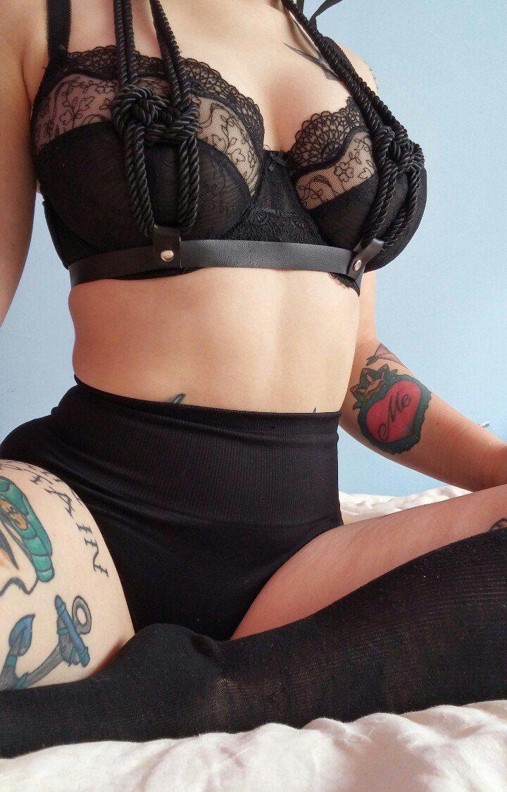 Роскошные женские формы в роскошном нижнем белье: заводит!