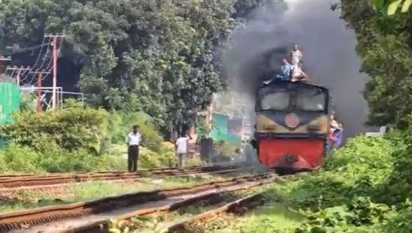 Господа из Бангладеш едут в офис на работу
