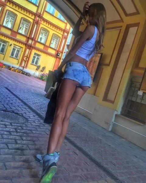 Девушки в шортиках