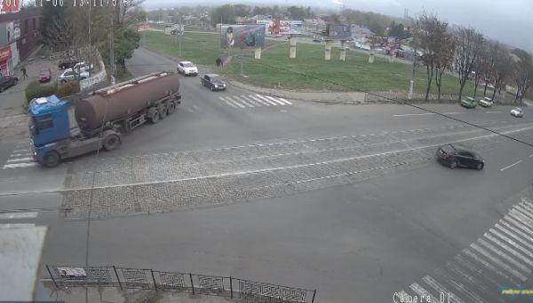 Днепропетровцы не справились с буксированием легковушки по прямой дороге