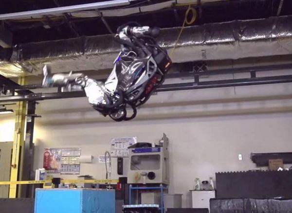 Бостон Динамикс представил робота-трюкача