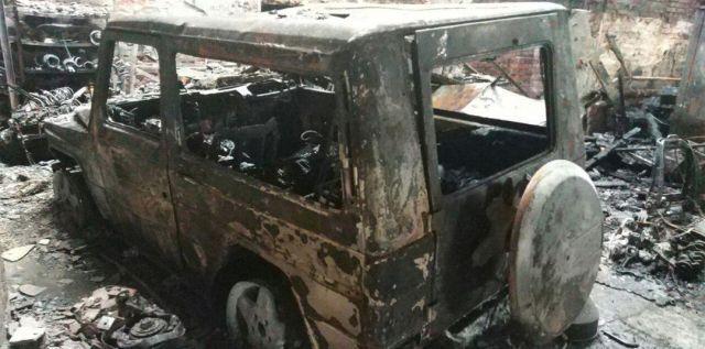 Во время пожара в автосервисе сгорели пять внедорожников Mercedes-Benz G500