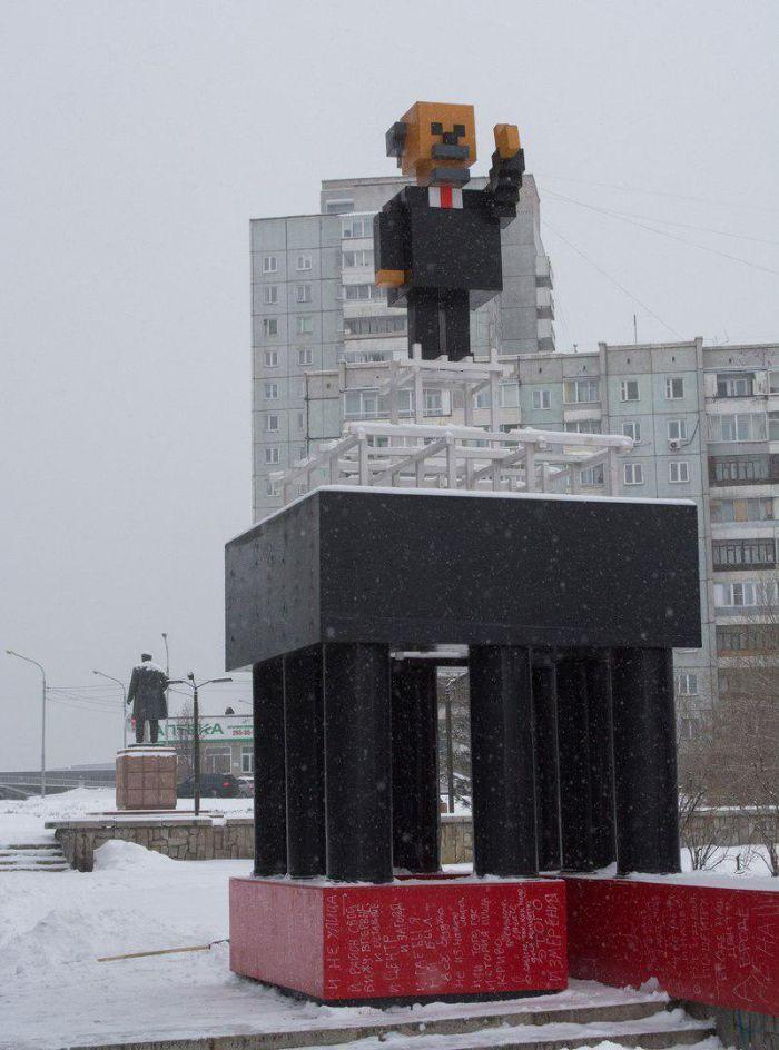 В Красноярске установили памятник Ленину в стиле Minecraft