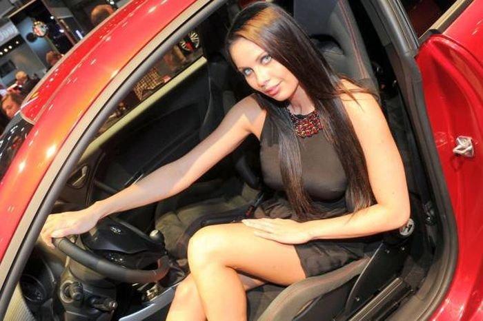 Девушки с автовыставок