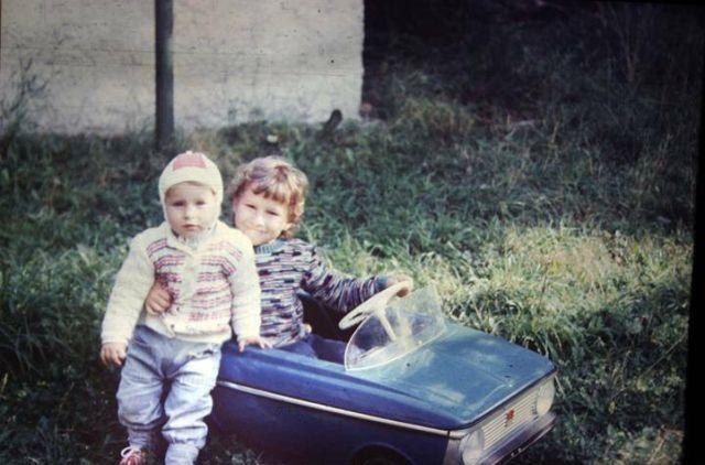 Братья воссоздали старое фото из Припяти