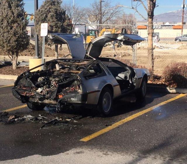 Эксклюзивный спорткар Delorean DMC-12 сгорел из-за отсутствия огнетушителя