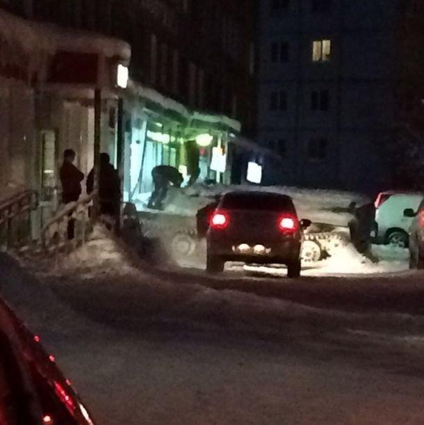 В Мурманской области мужчина угнал бронированный тягач и украл бутылку вина