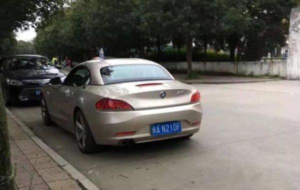 Самый простой способ снять китайскую студентку - выставить на капот авто бутылку с водой