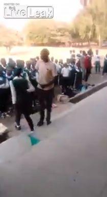 Как наказывают опоздавших учеников в африканской школе