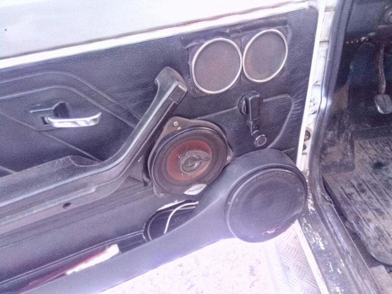 Нива, пережившая гаражный автотюнинг