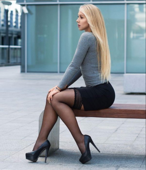 short-skirt-pantyhose