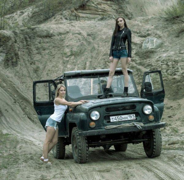УАЗ и девушки