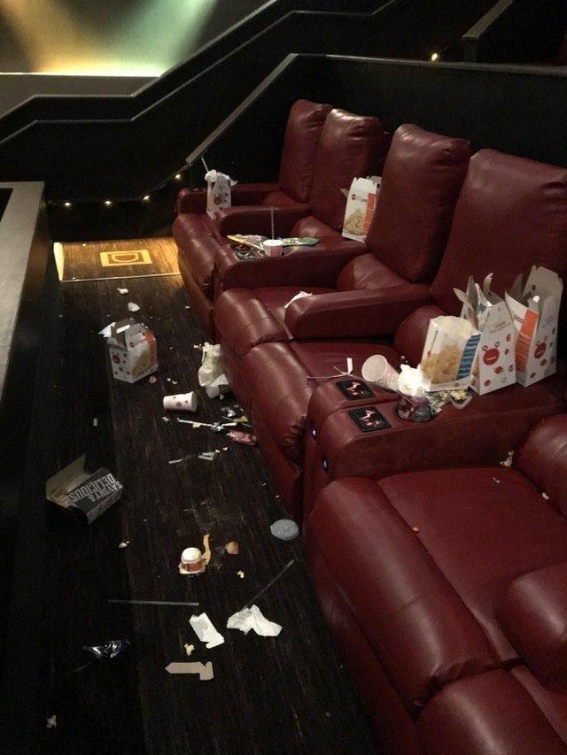 После завершения ночных сеансов кинозалы АМС напоминают мусорную свалку