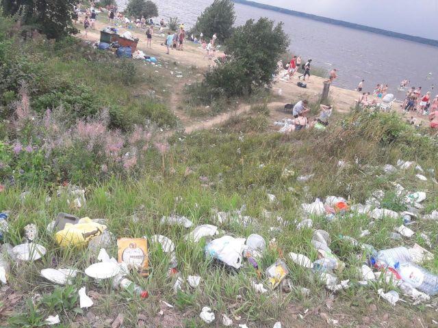 Кавголовское озеро в летний сезон и до него