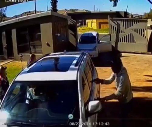 Неудачная попытка ограбить водителя белого джипа