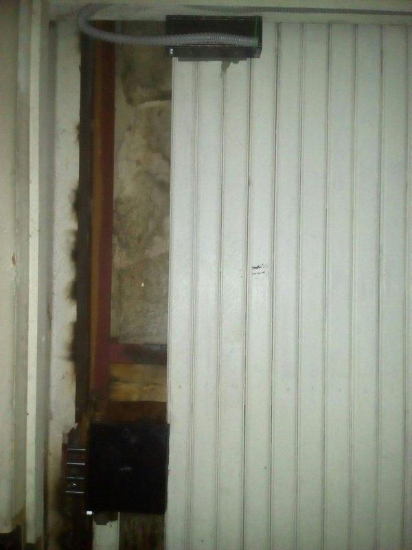 Логика и замки на запасном выходе из здания