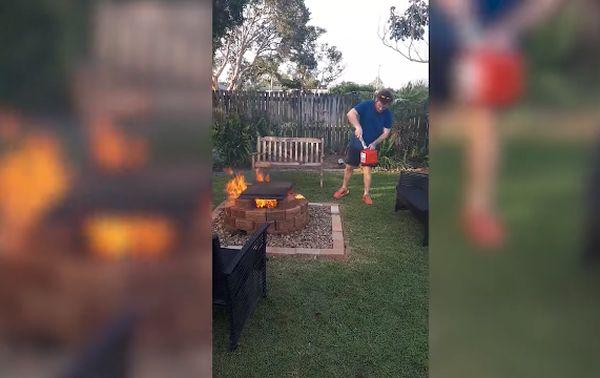 Австралиец хотел поджарить сосиски, а сжег мамин сад