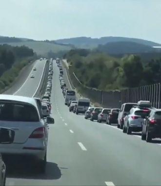 Обычная пробка на дороге в Германии