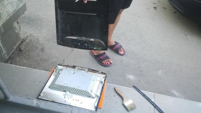 В сервисный центр принесли монитор на ремонт...