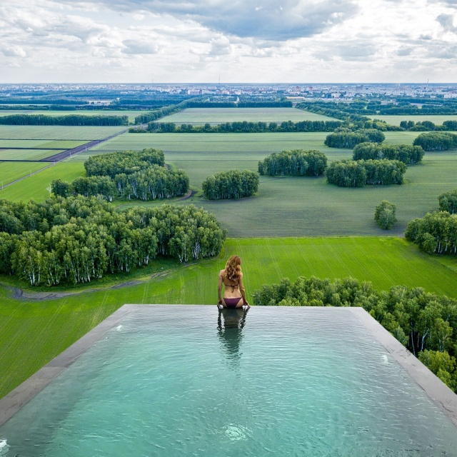 Если бы в Омске были открытые бассейны с видом на город юмор