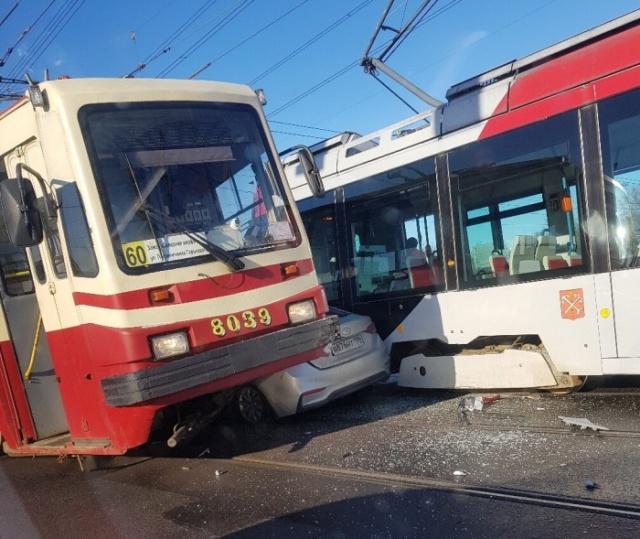 Авария в Санкт-Петербурге, вызывающая много вопросов всячина