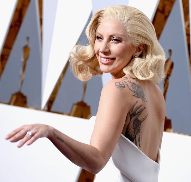 Леди Гага сделала тату с ошибкой, а оплошность списала на алкоголь