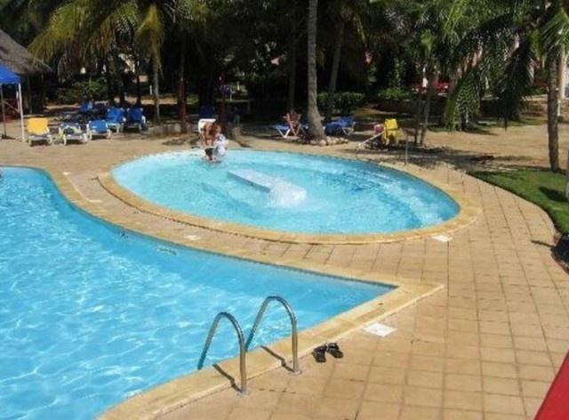 Ржавая сантехника, мутный бассейн и пищевое отравление - так прошло празднование юбилея свадьбы на Кубе