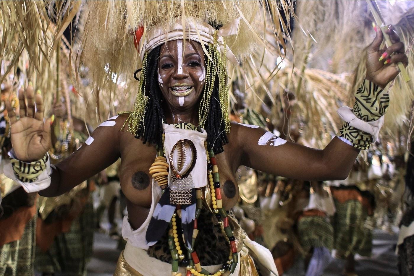 Участницы Бразильского карнавала в самых откровенных нарядах Без категории