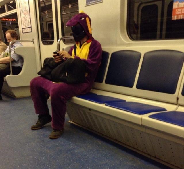 Странные модники в российском метро