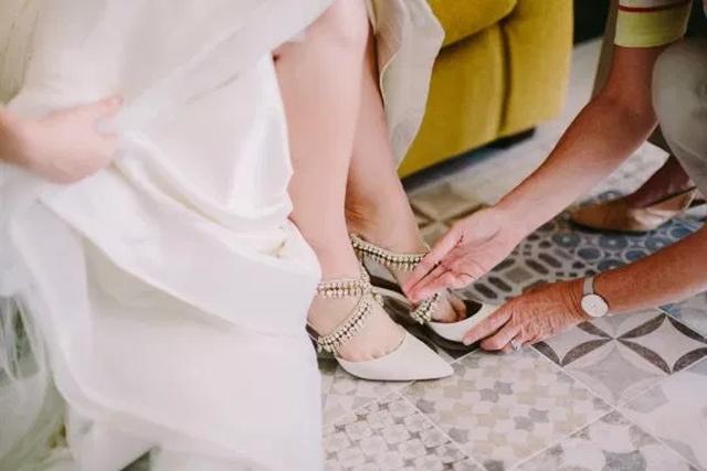Невеста получила необычный свадебный подарок от своей умершей матери