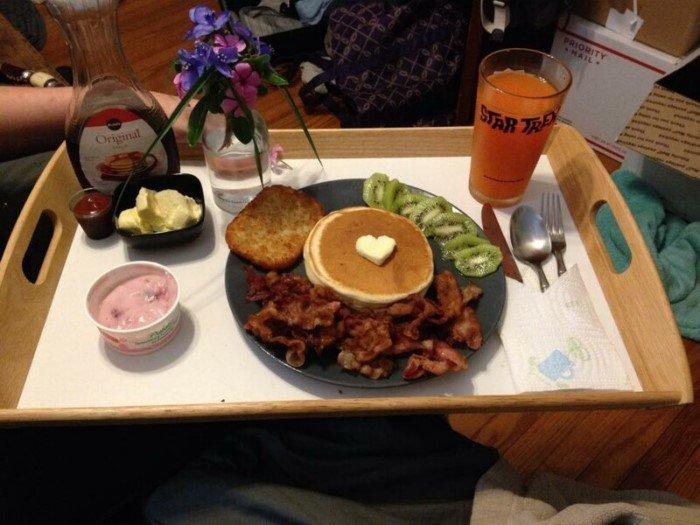 Как на самом деле выглядит завтрак в постель Юмор
