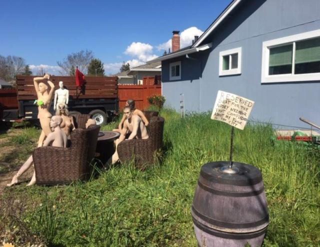 """Необычная месть соседям, которые пожаловались на """"слишком высокий забор"""" Всячина"""
