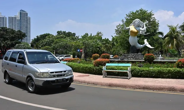 В индонезийском парке скульптурам прикрыли грудь Всячина