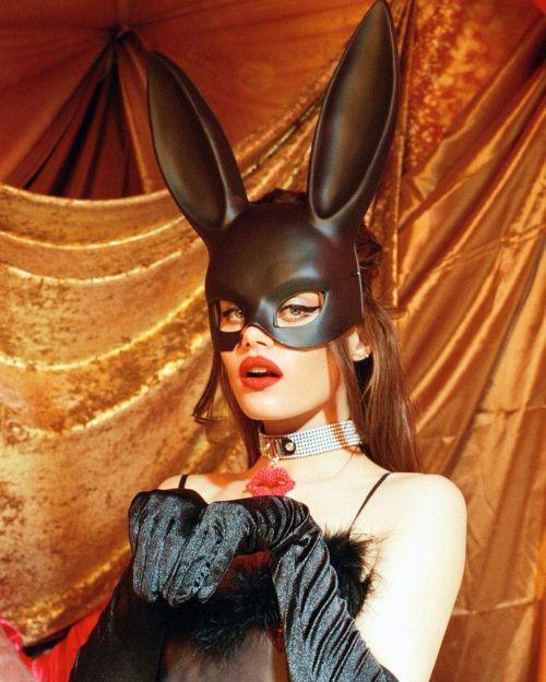 Рэйчел Лэнг — дерзкая девушка с обложки