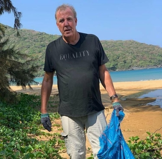 Джереми Кларксон помог с уборкой мусора на пляже во Вьетнаме