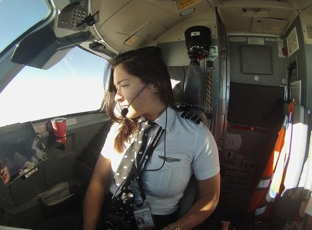 Девушка, которая работает пилотом