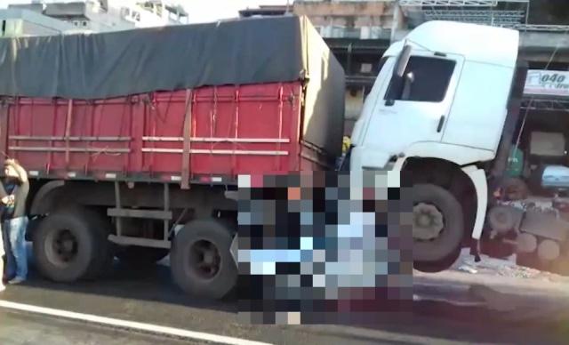 Невероятное везение: водитель выжил в сплющенном грузовиками автомобиле