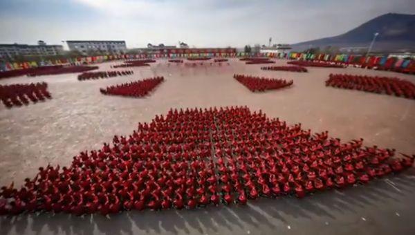 Таймлапс синхронных движений учеников шаолиньской школы кунг-фу